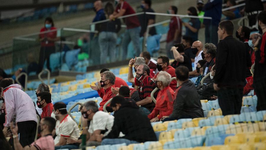 Primeiro jogo da final do Carioca teve torcedores convidados na arquibanca do Maracanã - Jorge Rodrigues/AGIF
