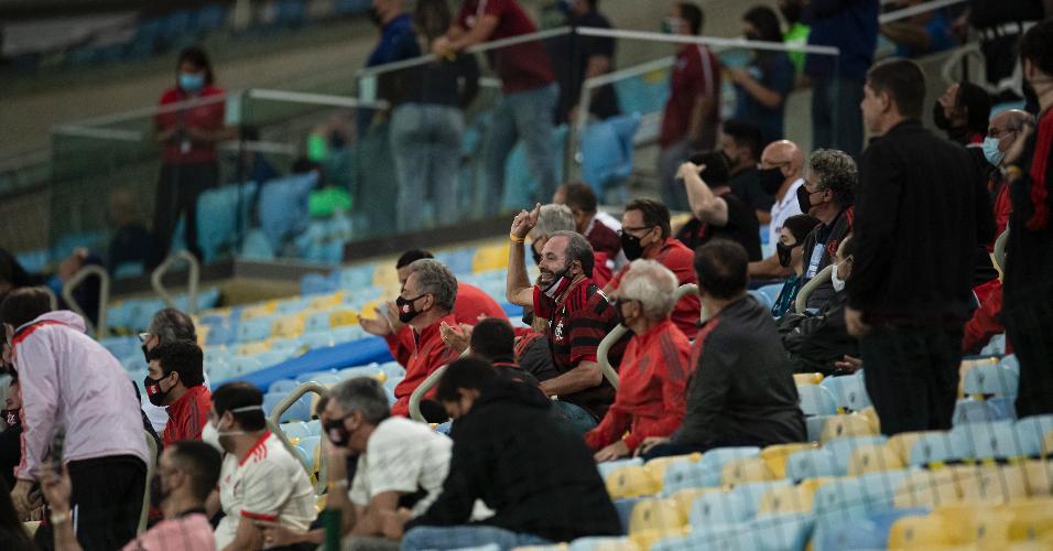 Torcedores convidados do Flamengo na arquibanca do Maracanã
