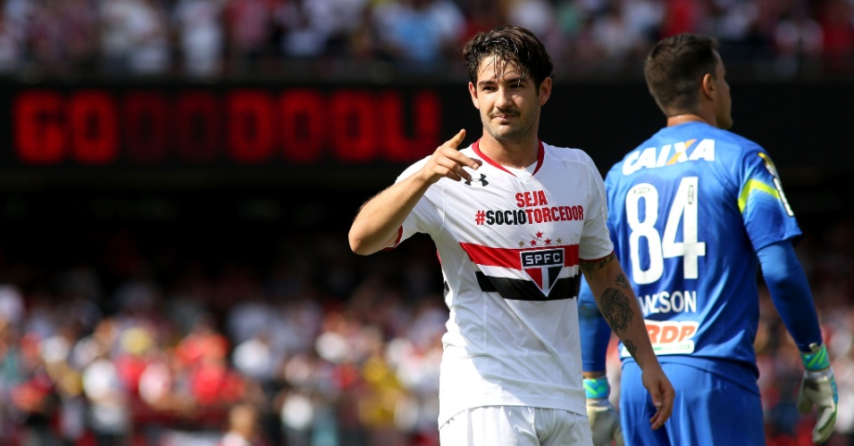 Alexandre Pato marcou um lindo gol após receber passe longo de Lucão