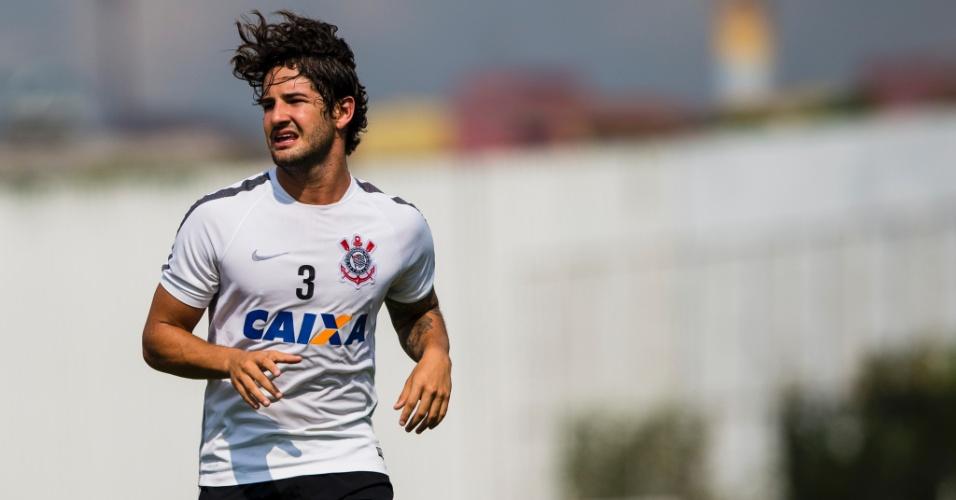 O atacante Alexandre Pato em treino do Corinthians