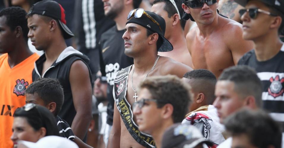 Detalhe do torcedor corintiano na arquibancada da Arena antes do clássico contra o São Paulo, pelo Paulistão
