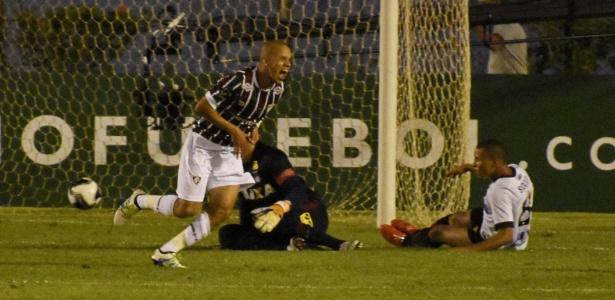 Marcos Júnior comemora o gol do título da Primeira Liga diante do Atlético-PR