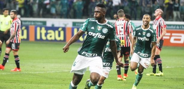 Mina celebra gol marcado clássico contra o São Paulo