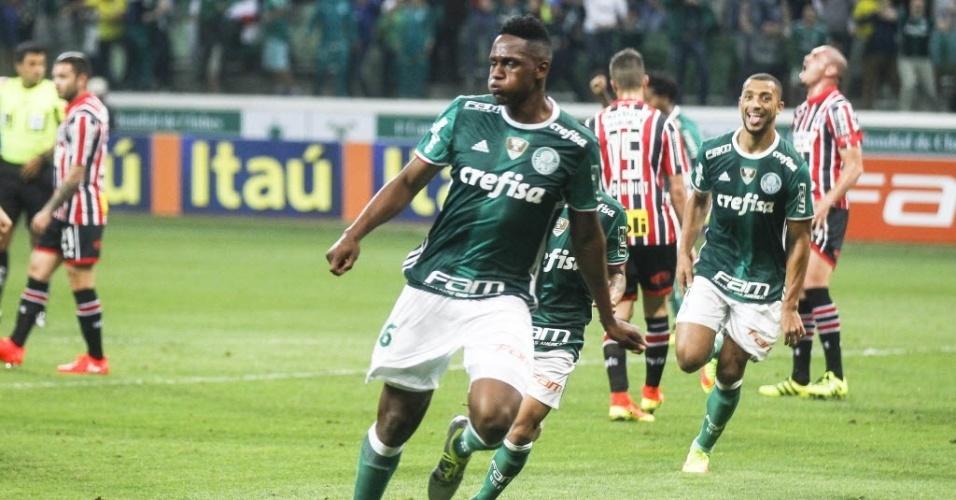 Mina comemora o primeiro gol do Palmeiras sobre o São Paulo