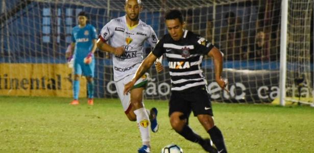 Jadson ganhou a primeira chance entre os titulares do Corinthians