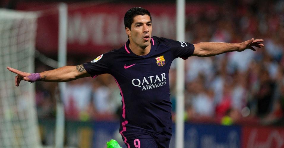 Suárez comemora gol marcado pelo Barcelona sobre o Granada
