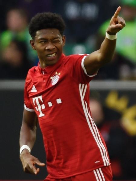 David Alaba celebra com a torcida o seu gol pelo Bayern de Munique - Fabian Bimmer/REUTERS