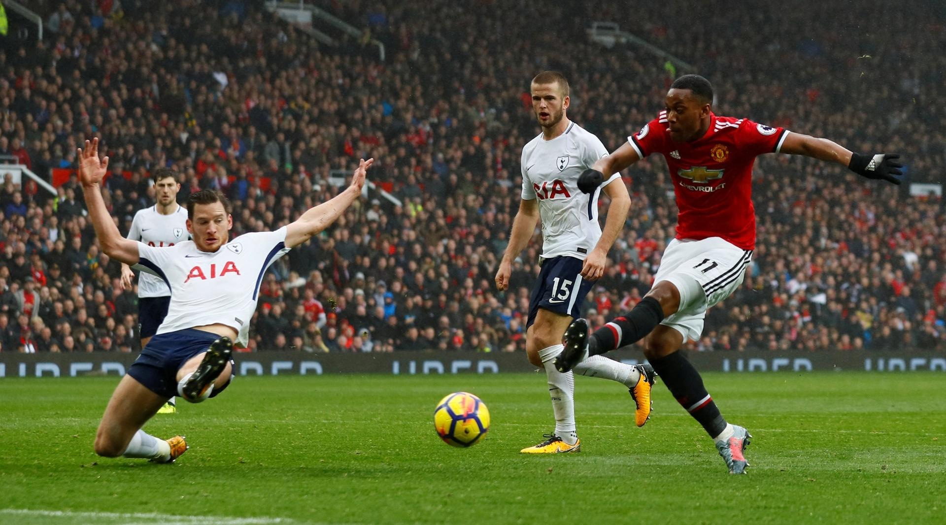 Martial finaliza para marcar o gol da vitória do United sobre o Tottenham