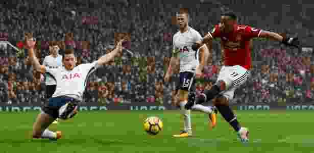 Martial finaliza para marcar o gol da vitória do United sobre o Tottenham - Jason Cairnduff/Reuters - Jason Cairnduff/Reuters