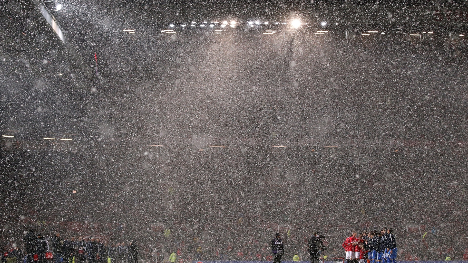Neve no jogo Manchester United x Brighton, no Old Trafford