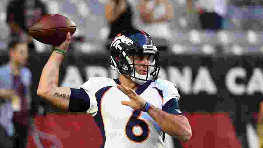 Chad Kelly em ação pelo Denver Broncos contra o Arizona Cardinals  - Norm Hall/Getty Images