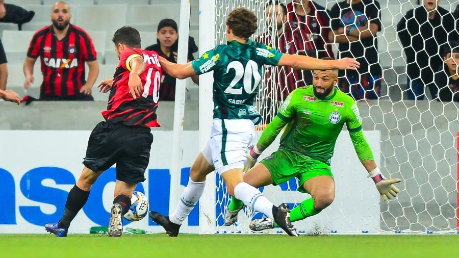 Alex Muralha, durante partida entre Coritiba e Athletico - Jason Silva/AGIF