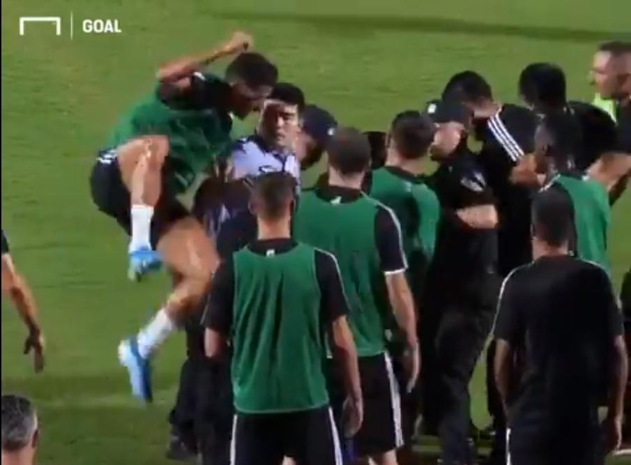 Cristiano Ronaldo tem reação inusitada após invasão de torcedor em treino da Juventus