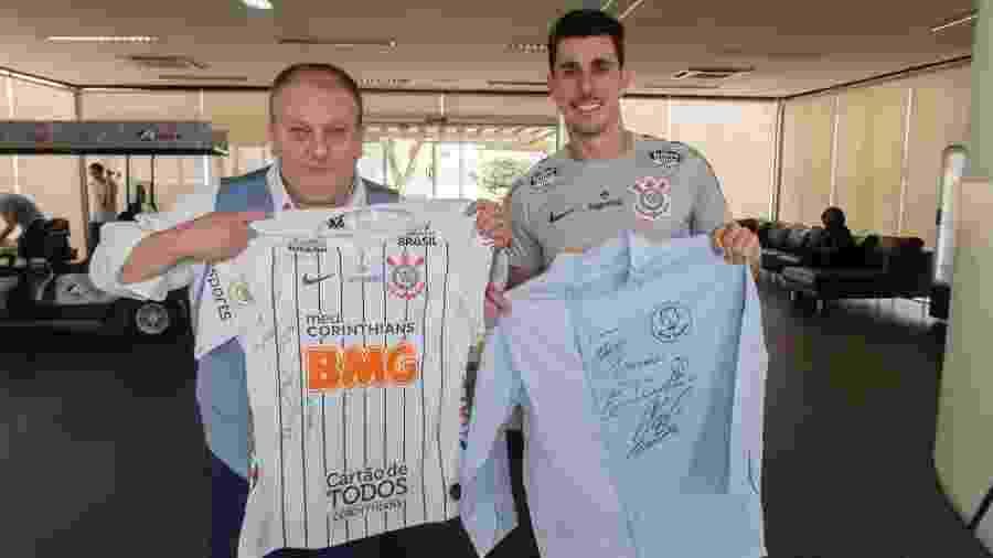 Erick Jacquin troca camisas autografadas com Danilo Avelar - Daniel Augusto Jr/Agência Corinthians
