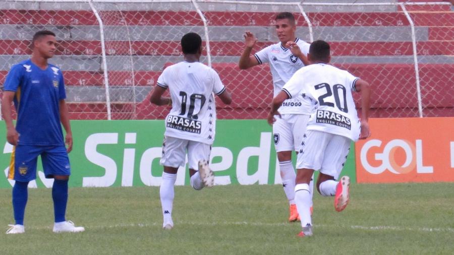 Ênio, do Botafogo, comemora um de seus gols contra o Visão Celeste (RN) pela Copinha - Fabio de Paula/BFR