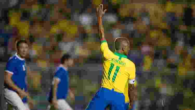 Romário pede a bola - Lucas Figueiredo/CBF - Lucas Figueiredo/CBF