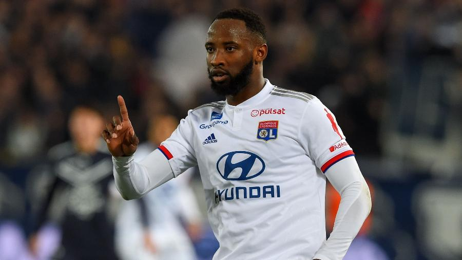 Moussa Dembele durante partida do Lyon. Jogaodor está na mira de diversos clubes - Nicolas Tucat / AFP