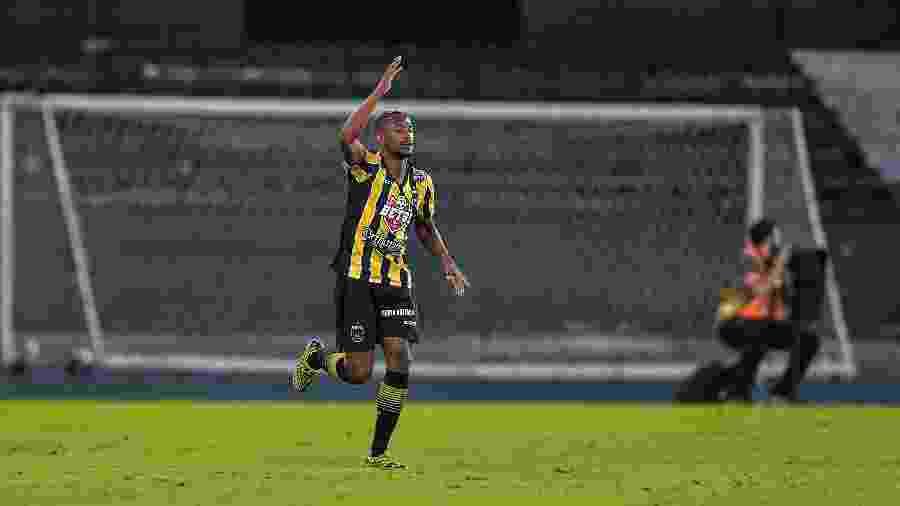 Saulo comemora gol do Volta Redonda contra o Fluminense, no último domingo - Thiago Ribeiro/AGIF