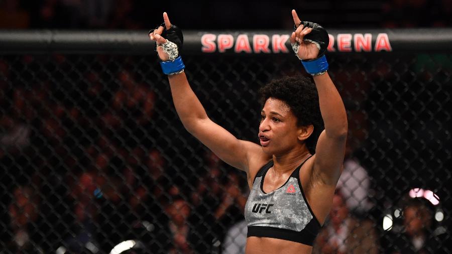 Angela Hill luta contra Michelle Waterson pelo peso-palha feminino no UFC Las Vegas 10 - Jeff Bottari/Zuffa LLC