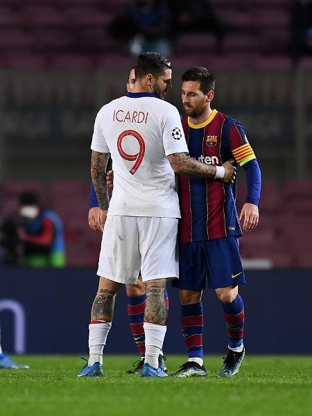 Messi cumprimenta Icardi após derrota do Barcelona para o PSG na Liga dos Campeões - David Ramos/Getty Images