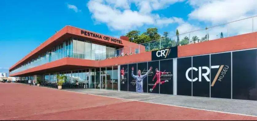 futebol muleke - fachada hotel cr7