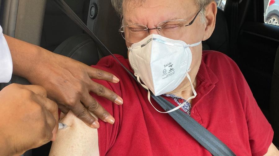 Milton Neves recebeu a primeira dose da CoronaVac em 27 de março. Hoje, ele tentou tomar a segunda dose, mas não conseguiu - Reprodução/Twitter