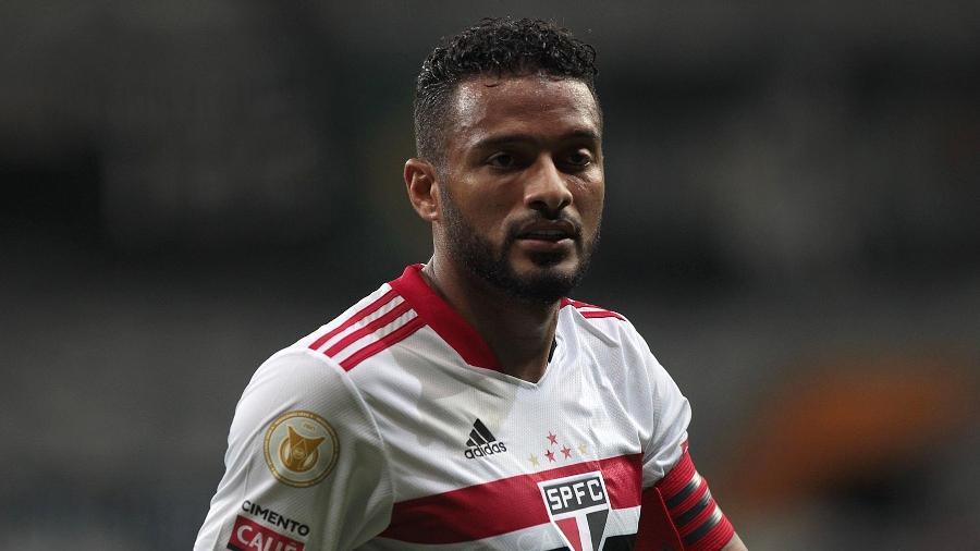 Reinaldo atuará ao lado de Bruno Alves e Diego Costa na zaga - Rubens Chiri / saopaulofc.net