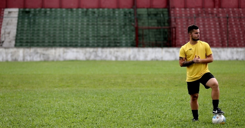 Jean Chera, promessa do Santos, treina na Portuguesa Santista
