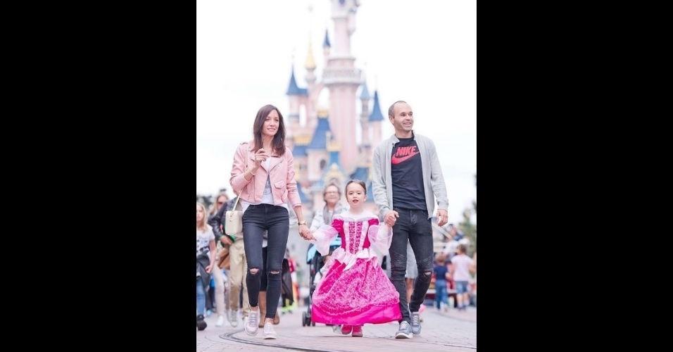 Iniesta curte férias com a família na Disney