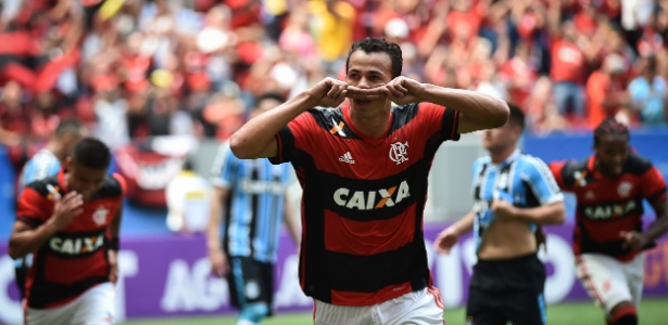 O atacante Leandro Damião comemora o primeiro gol com a camisa do Flamengo