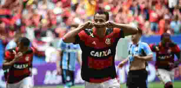 Leandro Damião comemora o primeiro gol do Flamengo sobre o Grêmio - ANDRÉ BORGES/AGIF/ESTADÃO CONTEÚDO - ANDRÉ BORGES/AGIF/ESTADÃO CONTEÚDO