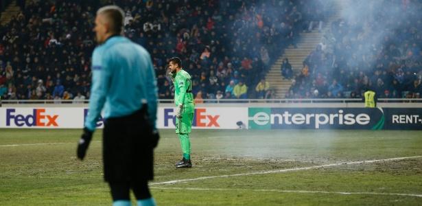 Rojão estourou próximo ao goleiro Sergio Romero