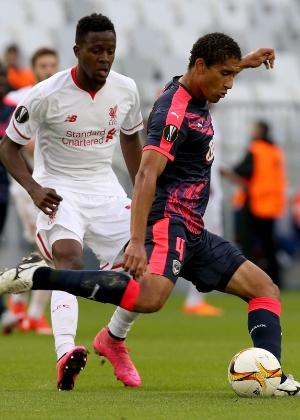 Pablo (dir) pode reforçar o Corinthians