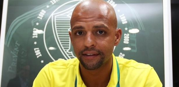 Felipe Melo assinou contrato de três anos com o Palmeiras