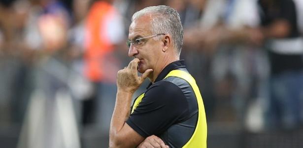 Técnico Dorival Júnior está pressionado no cargo na estreia do Santos na Libertadores