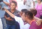 Bruno sorri para fãs, reza com time e provoca sobre volta rápida aos campos - Gustavo Franceschini/UOL