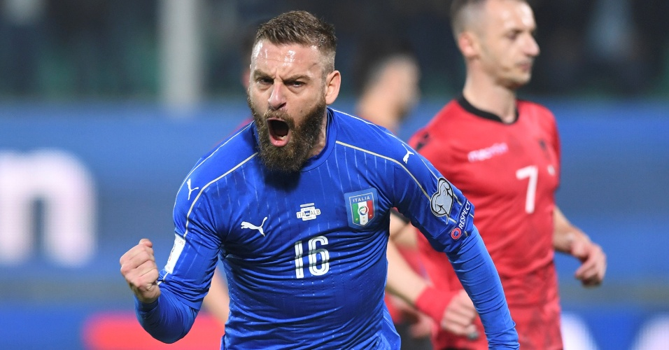 De Rossi comemora gol da Itália marcado contra a Albânia