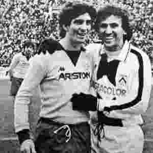 """Um """"revival"""" de Sarriá (Copa de 1982): Zico com o algoz Paolo Rossi - Reprodução"""