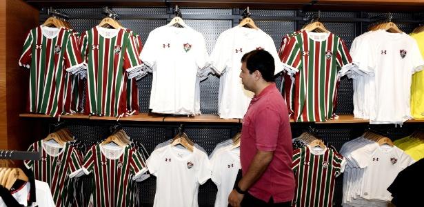 Novos uniformes do Fluminense podem não chegar às lojas em 2018