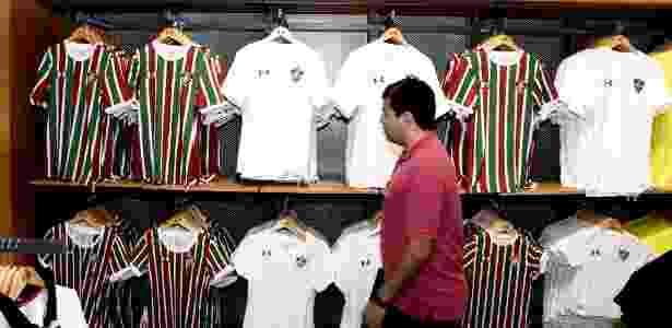 990899c6a3 Fluminense pode terminar o ano sem estrear seus novos uniformes - 17 ...