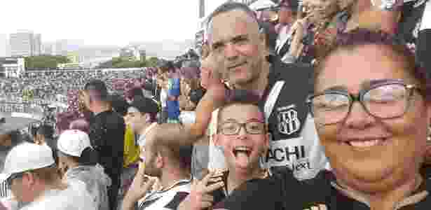 Gil e seu filho Ryan no jogo entre Ponte Preta e Vitória - Reprodução/Facebook - Reprodução/Facebook