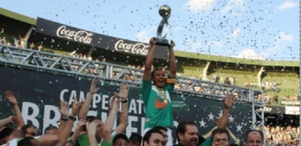 Coxa celebra a B em 2010: clube volta à divisão inferior nesta temporada