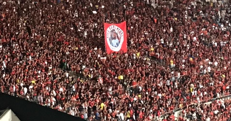 Torcida do Flamengo exibiu faixa para Julio Cesar