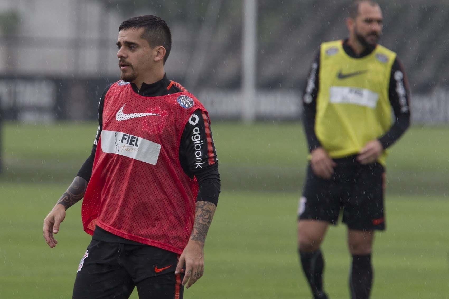 a71428004f Jair escala Fagner em treino e encaminha time do Corinthians para a decisão  - 09 10 2018 - UOL Esporte