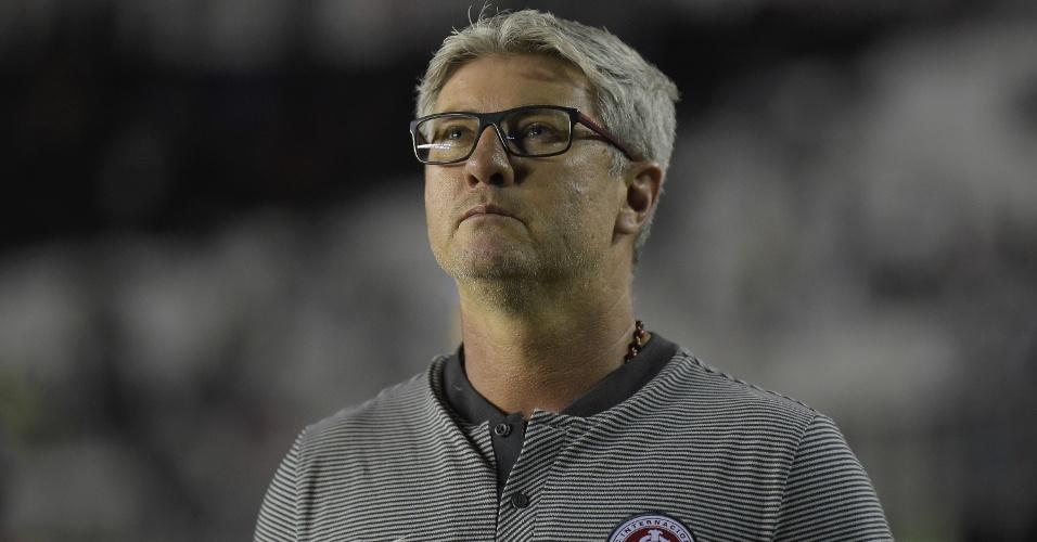 Técnico Odair Hellmann comanda o Internacional em partida do Brasileirão