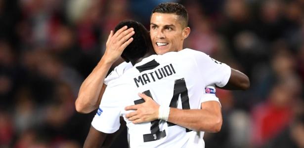 Matuidi e Cristiano Ronaldo celebram vitoria contra o United, pela Liga dos Campeões