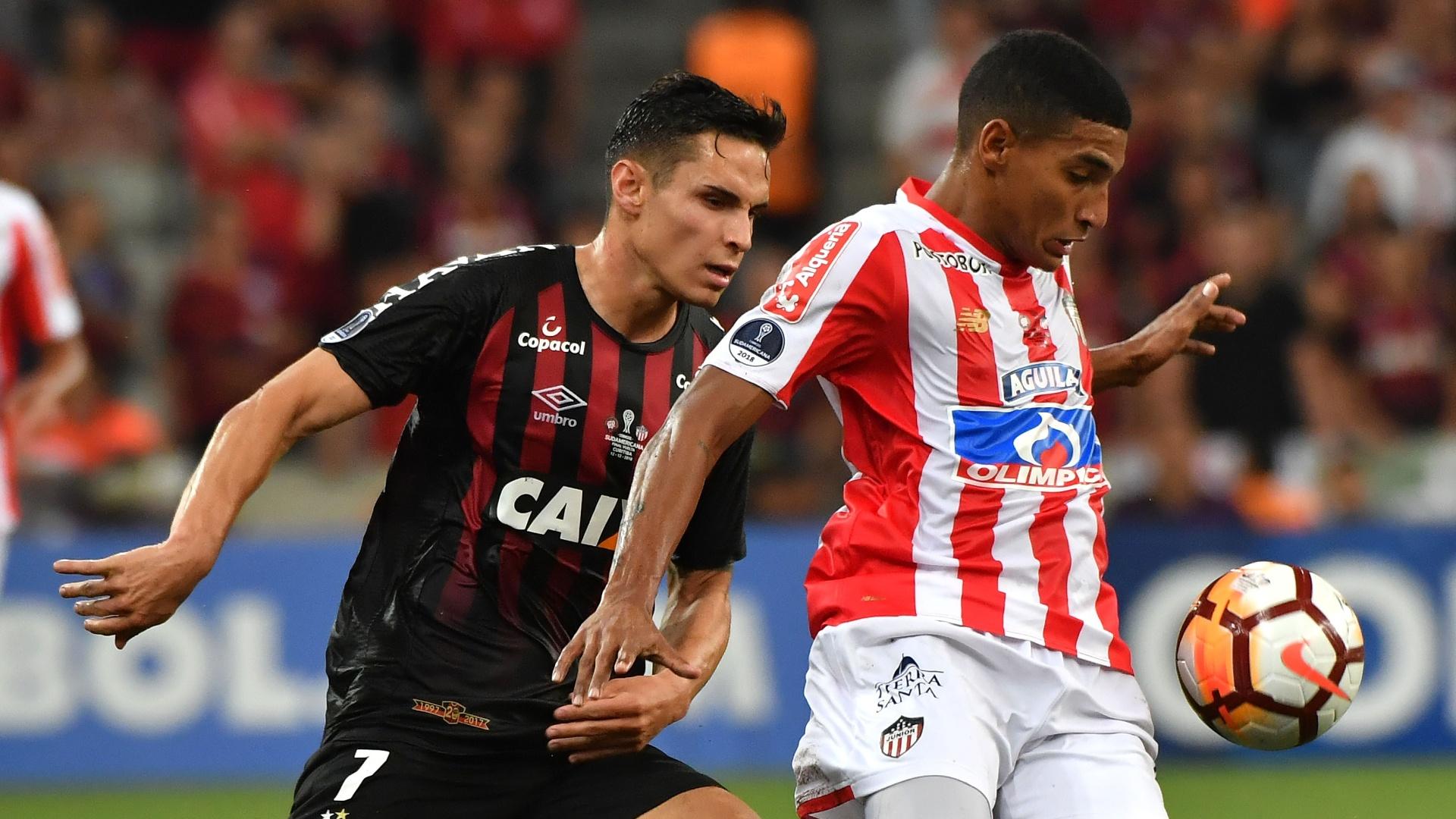 Raphael Veiga, durante partida entre Atlético-PR e Junior de Barranquilla