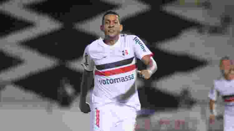 Everton Santa Cruz - Aldo Carneiro/Folhapress - Aldo Carneiro/Folhapress