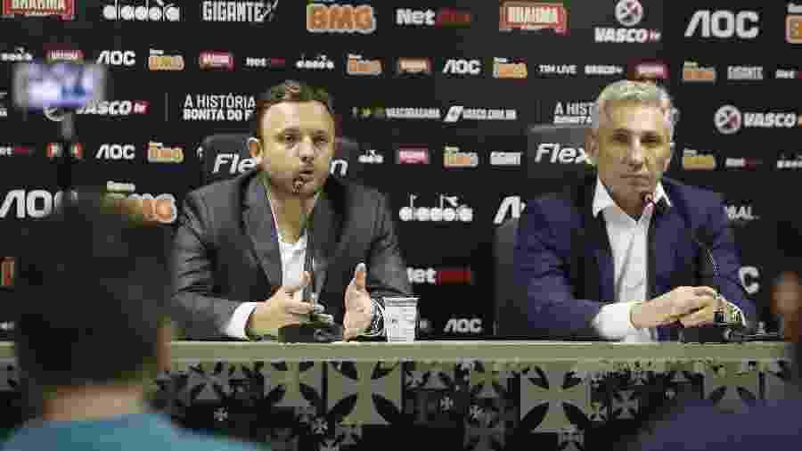 Diretor de futebol André Mazzuco (esq.), analisa, junto à Luxemburgo, nomes para reforçar o Vasco - Foto: Rafael Ribeiro/Vasco