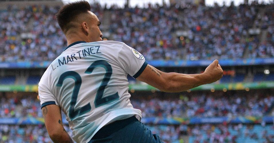 Lautaro Martínez comemora gol contra o Qatar